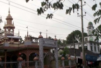 পাশাপাশি-মসজিদ-মন্দির-শ্রীমঙ্গলে-সম্প্রীতির-উজ্জ্বল-নিদর্শন