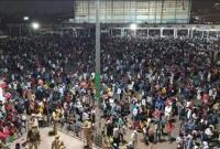 লকডাউন-ভেঙে-হাজার-হাজার-দিনমজুরের-ভিড়-বি-পদঘণ্টা-বাজচ্ছে-দিল্লিতে