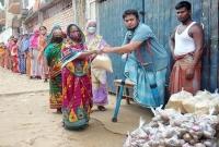 ভিক্ষা-করে-জমানো-১২-হাজার-টাকা-অসহায়দের-দিয়ে-দিলেন-পা-হারানো-প্রতিবন্ধী-রেজাউল