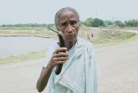 করোনা-সন্দে-হে-বৃদ্ধা-মাকে-বাড়ি-থেকে-বের-করে-দিল-ছেলেরা