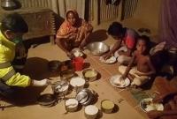 মানবতা-আজও-ম-রে-যায়নি-রাত-১২টায়-দরজায়-ওসি-হাতে-রান্না-করা-খাবার-