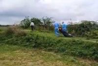 করোনায়-মৃ-ত-ব্যক্তির-ম-রদেহ-টেনে-হিঁ-চড়ে-নেওয়ার-মর্মা-ন্তিক-ভিডিও-ভাই-রাল