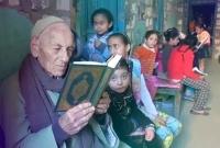 খ্রিস্টান-হয়েও-মুসলিম-শিশুদের-কোরআন-শেখান-এই-বৃদ্ধ