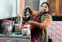 নারী-চা-বিক্রেতাকে-দোকান-উপহার-দিলেন-কাদের-সিদ্দিকী