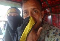 পুলিশ-দেখে-বোরকা-টেনে--মাস্ক--বানালেন-পুরুষ-যাত্রী-