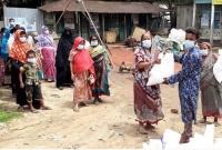 রিকশা-চালিয়ে-জমানো-টাকা-দিয়ে-হতদরিদ্রদের-মধ্যে-খাদ্যসামগ্রী-বিতরণ-করলেন-তারা-মিয়া