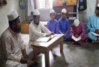 দৃষ্টিহীন-শিক্ষার্থীদের-কোরআন-শেখাচ্ছেন-দৃষ্টিহীন-শিক্ষক